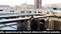 Врио губернатора Омской области Александр Бурков на строительной площадке метро