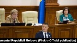 Procurorul general Dumitru Robu în Parlament