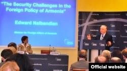 Выступление главы МИД Армении Эдварда Налбандяна в Международном институте стратегических исследований, Лондон, 13 июля 2011 г. (фотография – МИД Армении)