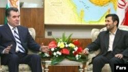 دور اول مذاکرات رییس جمهوری تاجیکستان و محمود احمدی نژاد روز یکشنبه برگزار شد.