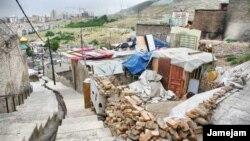 عباس آخوندی گفت: ۱۰ تا ۱۵ میلیون تن نیز در حاشیه شهرها زندگی میکنند و هشت میلیون نفر هم «در بافت قدیمی شهرها رها شدهاند».