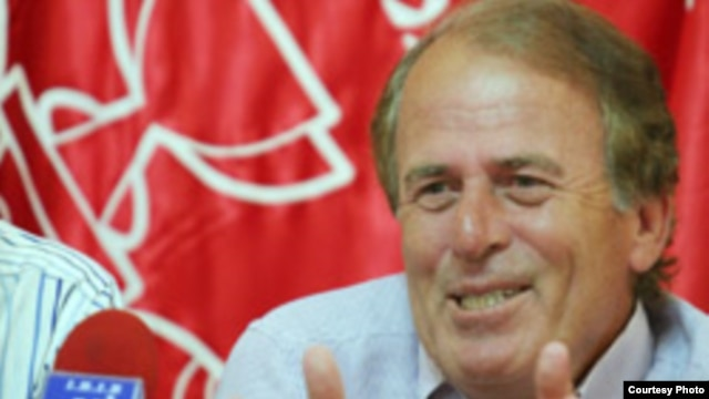 مصطفی دنیزلی (Mustafa Denizli).