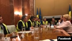 """Viorica Dăncilă, la negocieri cu asociațiile care militează pentru construirea autostrăzii """"Moldova""""."""