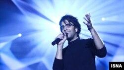 بنیامین بهادری٬ یکی از آهنگسازان و خوانندههای شناخته شده پاپ در ایران است.