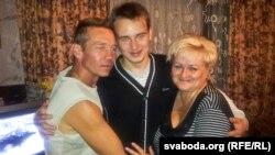 Антон Сурапін з бацькамі