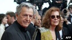 کوستا گاوراس، فيلمساز ۷۵ ساله يونانی - فرانسوی به همراه همسرش.