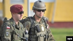 """Польские военнослужащие на маневрах НАТО на западе Украины - """"Быстрый трезубец"""" в городе Яворив, 15 сентября 2014 года"""
