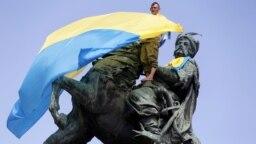 Statuia hatamanului Bohdan Hmelnițki în Kiev