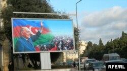 Bakıda Heydər Əliyevin posterlərindən biri