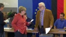 Меркель і Шульц голосують на парламентських виборах в Німеччині (відео)