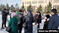 Молодые люди на встрече с чиновниками акимата Шымкента. 15 марта 2021 года.