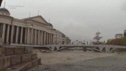 Вардар се излеа во Скопје, се поставуваат вреќи