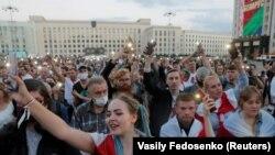 Zeci de mii au protestat din nou la Minsk duminică împotriva rezultatelor alegerilor prezidențiale, pe care le consideră măsluite, 23 august 2020.