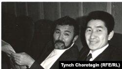 Т.Эгембердиев (солдо) жана макаланын автору. КДК. 1991.