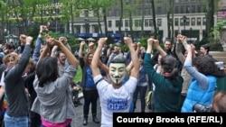 АҚШ жастарының Occupy Wall Street қарсылық акциясы. Мамыр 2012 жыл.