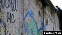 Берлинская стена пала сама?