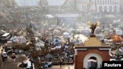 Pamje e sotme e kampit të protestuesve në Kiev