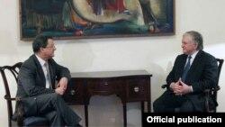 Էդվարդ Նալբանդյանի և Իվ Ռոսիեի հանդիպումը, լուսանկարը՝ Հայաստանի ԱԳՆ-ի