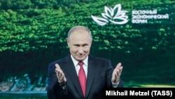 Лицом к событию. Почему колеблется рубль?
