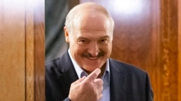Beloruski lider Aleksandar Lukašenko je javno izjavio da se korona virus može lečiti traktorom, votkom, kupanjem i igranjem hokeja