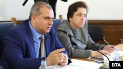 "Искрен Веселинов е съпредседател на парламентарната група на ""Обединени патриоти"" и председател на комисията по регионална политика, благоустройство и местно самоуправление"