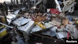 Սիրիա - Դամասկոսի արվարձաններից մեկում ավտոմեքենայի պայթյունի հետևանքները: Ըստ SANA-ի՝ նոյեմբերի 26-ին տեղի ունեցած այդ պայթյունի հետևանքով 15 մարդ զոհվել, շուրջ երեք տասնյակ մարդ վիրավորվել է:
