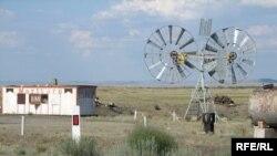 Ветроэнергетическая установка кустарного производства в окрестностях города Балхаша.