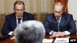 به گفته وی، ولاديمير پوتين، رييس جمهوری روسيه روز سه شنبه در ديدار با سعيد جليلی، از ايران خواست که برنامه غنی سازی اورانيوم را متوقف کند.