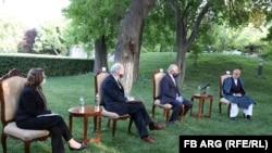 له افغان ولسمشر، د سولې مصالح شورا رئیس او حامد کرزي سره د زلمي خلیلزاد لیدنه