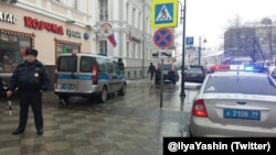 Полиция у офиса ПАРНАС.