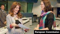 komesarka EU Cecilia Malmstrom i kosovski ministar za evropske integracije Vlora Citaku,14. juni 2012.