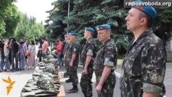 145 бронежилетів і шоломів від депутатів до десантників