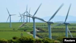 България смята да изгради нови ветро- и слънчеви централи, а ако тове е недостатъчно, и да внася чист ток