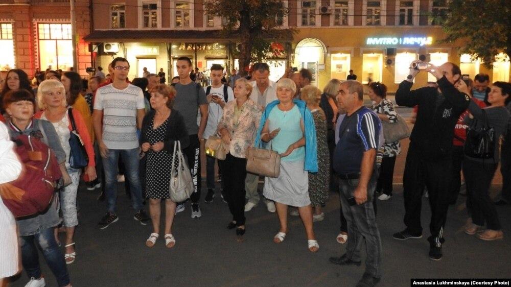 В Саратове губернатор проигнорировал митинг сотен горожан