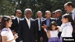 Кофи Аннан в лагере сирийских беженцев в Турции