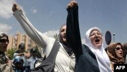 Глибоко вірні мусульманки в Туреччині давно вимагають повернення права на хустки