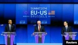 Президент США Барак Обама, председатель Европейского совета Херман ван Ромпей и глава Еврокомиссии Жозе Мануэль Баррозу в Брюсселе. 26 марта