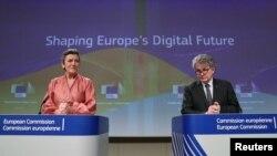 Вицепрезидентът на ЕК Маргрете Вестагер (вляво) заяви, че цифровият пазар трябва да е честен и конкурентен и че на пазарните гиганти няма да бъде позволено да блокират конкурентите и че ще трябва да плащат данъци, там където продават