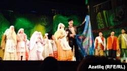 """Мәскәү сәхнәсендә Камал театрының """"Зәңгәр шәл"""" спектакле"""
