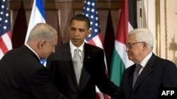 محمود عباس (راست) و بنیامین نتانیاهو (چپ) در دیدار مهر ماهامسال با باراک اوباما