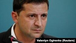 """Володимир Зеленски по време на пресконференцията, на която обяви, че Украйна ще подпише """"Формулата Щайнмайер"""""""