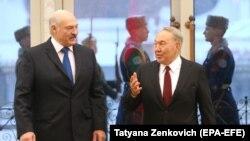 Президент Беларуси Александр Лукашенко (слева) и президент Казахстана Нурсултан Назарбаев. Минск, 29 ноября 2017 года.