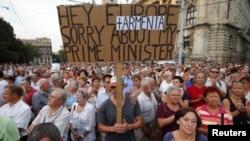 Ռամիլ Սաֆարովին Ադրբեջանին արտահանձնելու որոշման դեմ բողոքի բազմամարդ ցույցը Հունգարիայի մայրաքաղաքում: 4-ը սեպտեմբերի, 2012թ.