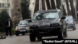 Немис матбуотига кўра¸ кўпчилиги BMW русумидаги ўғирланган машиналар¸ президент Имомали Раҳмон оиласидагилар хизматида.