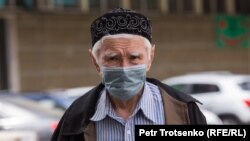 Kazakhstan. A man in a protective mask is walking down the street. Almaty, may 9, 2020