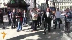 У Львові протестували під банком: «Цей банк фінансує тероризм»