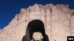 Международные археологические экспедиции надеются обнаружить в Афганистане еще одного Будду. На снимке: древнейшие изваяния были уничтожены талибами весной 2001 года