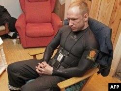 """Norveç terrorçusu Breivik - onu onlarla insanı öldürməyə """"məcbur edən"""" səbəblərdən biri də müsəlman miqrantların artmasıdır. 8 fevral 2012"""