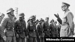 Ген. Андрей Власов предвожда Руската освободителна армия срещу войските на СССР