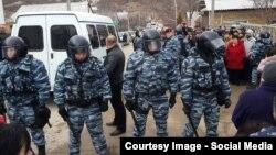 Обшуки в селі Холмовка Бахчисарайського району (фото facebook/namatullaev)